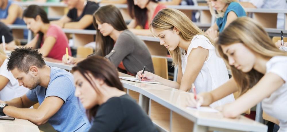 gruppo di studenti a lezione